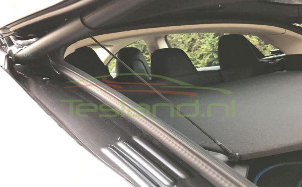 autolift voor hoedenplank Tesla Model S gemonteerd  hoek| tesland.com