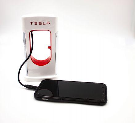 Phone supercharger met powerbank