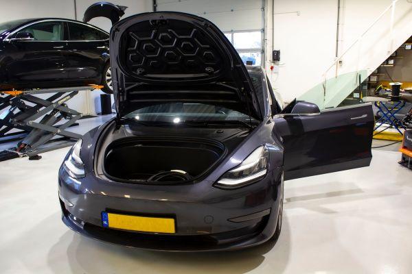 Model 3 - Powerlift voor de Frunk (2021)