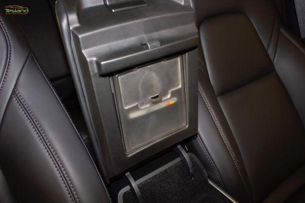 Model 3/Y - Geheim compartment voor in de armsteun
