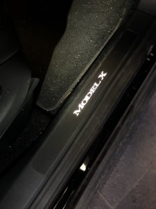 illuminated door sills Tesla Model X instructiefoto 15 | tesland.com